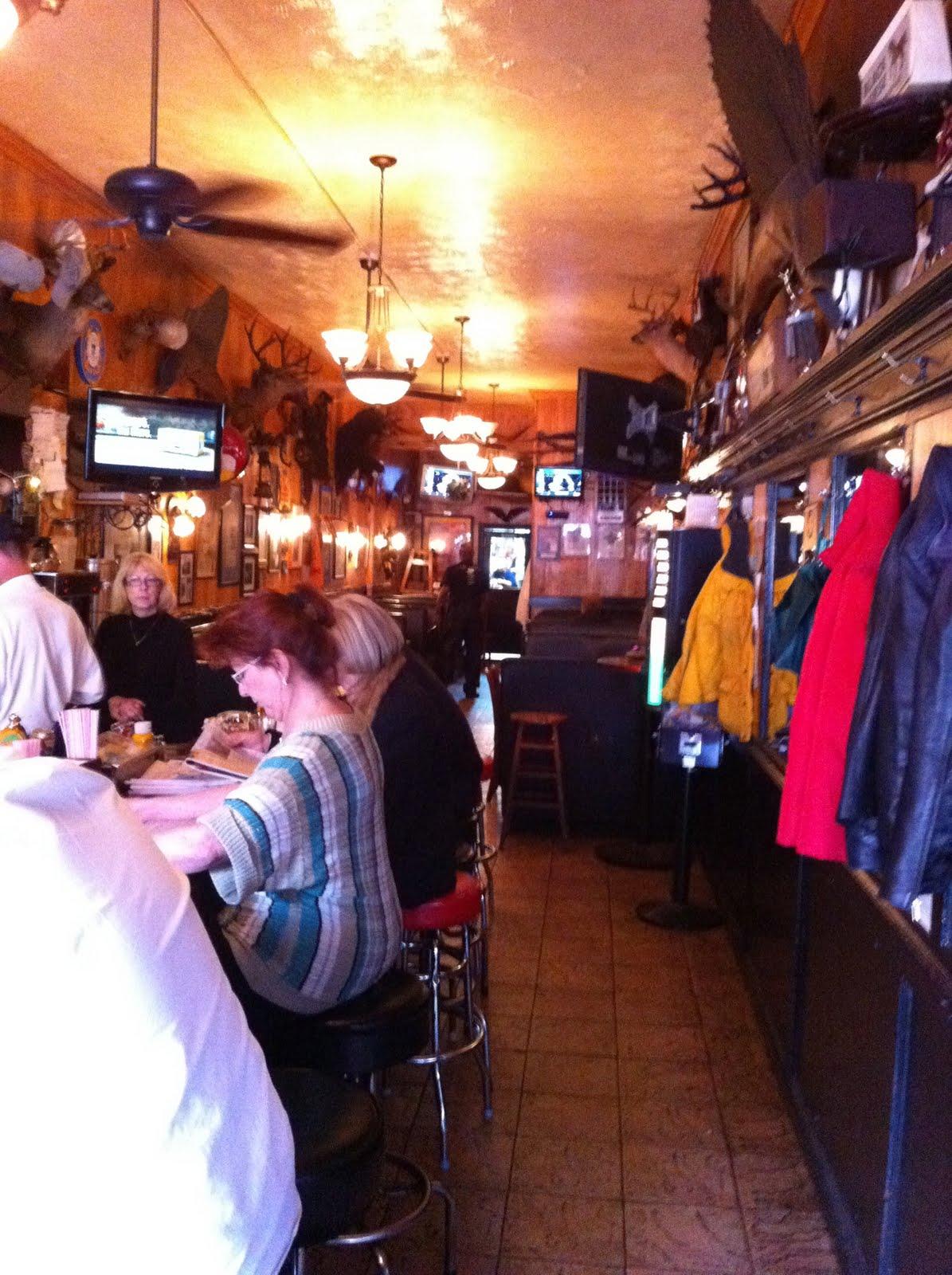 Tune inn restaurant washington dc burgers barbecue for American cuisine restaurants in dc